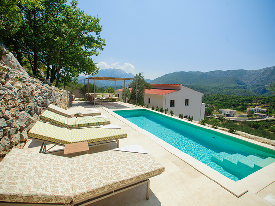 Lux 4-bedroom villa with pool